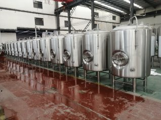 1000L Jacketed bright tanks